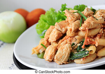 Fried macaroni with chicken