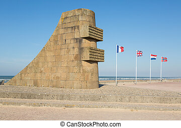 D-day memorial sculpture on Omaha Beach - D-day memorial...