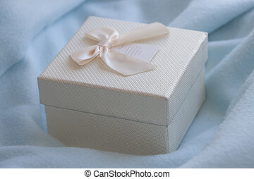 Little present box with bow - Little gift box with creamy...