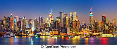 Manhattan after sunset - View on Manhattan at night, New...