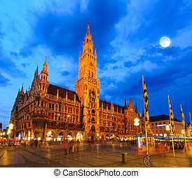 The night scene of town hall in Munich - The night scene of...