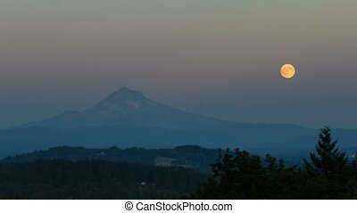 Moonrise over Mt Hood time lapse 4k