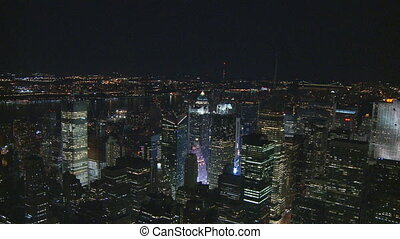 zoom in and out manhattan night