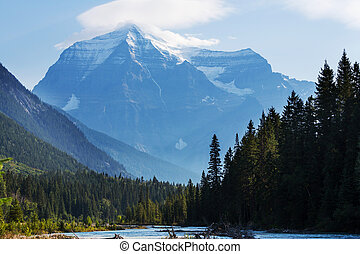 Mt.Robson - Grandiose Mount Robson - the highest peak of...