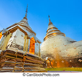 Golden chedi of the Wat Phra Singh, Chiang Mai, Thailand -...