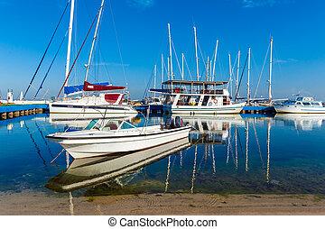 Yacht marine in Cienfuegos - Yachts and catamarans in marine...