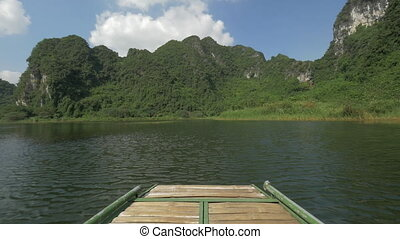 Boat travel to see the nature of Trang An, Vietnam -...