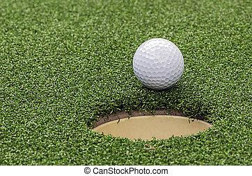 golf, balle, sur, lèvre, de, tasse, fin, haut, vue