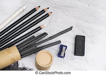 charbon de bois, peinture, équipement