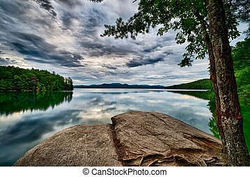 beautiful landscape scenes at lake jocassee south carolina
