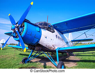 biplane - picture of an biplane on the ground