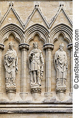 Salisbury Cathedral statues. - Statues of Saints on the...