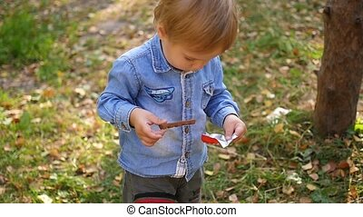 the child eats chocolate in the Park