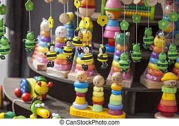 hölzern, handgearbeitet, Spielzeuge