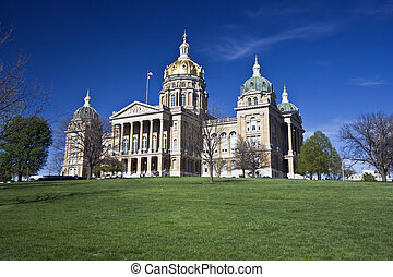 Des Moines, Iowa - State Capitol - State Capitol of Iowa in...