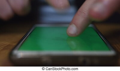 SMARTPHONE GREEN-SCREEN LEFT HAND