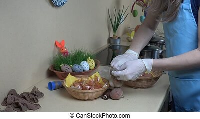 Traditional coloring Easter eggs with onion shell. -...
