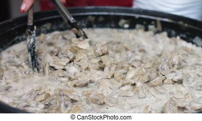 Stewing mushroom sauce