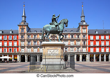 Plaza Mayor in Madrid - Plaza Mayor with statue of King...
