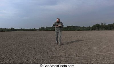 Farmer take pictures on the smartphone