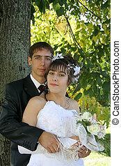 bright wedding; love; newlywedses; shyness
