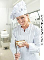 Baker finishing of a rectangular dessert