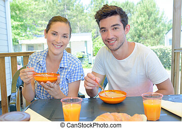 couple having a healthy breakfast