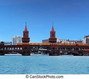 oberbaum bridge - Famous bridge in Berlin
