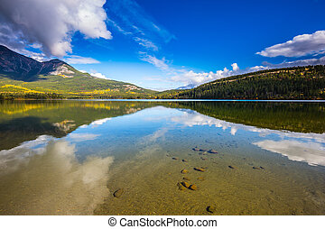 Pyramid Lake reflects pine forests - Clear water Pyramid...