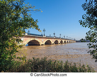 Pont de Pierre (Peter's Bridge) over the River Garonne in...