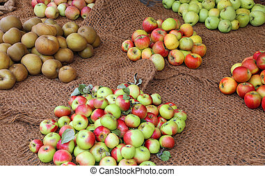 many apples for sale in the grocery with organic products