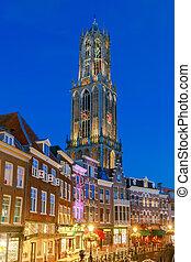 Utrecht. Old tower at night. - Quay Vismarkt and Domtoren in...