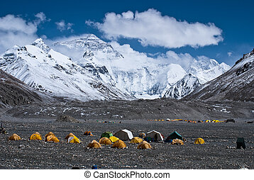 mount everest base camp - mount everest with snow covered in...