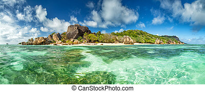Beautiful Seychelles beach at La Digue - Beautiful...