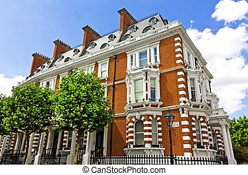 Luxury Apartment Building in London - Large house in...