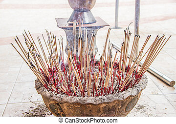 Incense to worship God and Incense to worship the Buddha