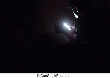Social media addict,Men on bed not sleep because play smart...