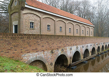 sluice house - restored sluice house or Schuivenhuisje in...