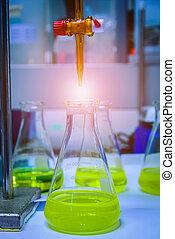 bureta, laboratorio, amarillo, líquido, llenado