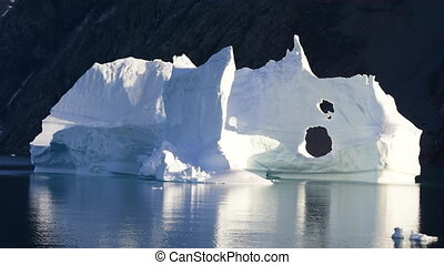 Icebergin in Greenland - Iceberg in Greenland travel on...