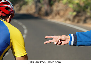 Counting hands on startup cyclist in the race in time trial