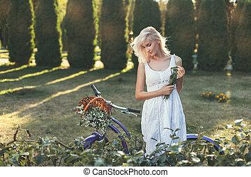 modesto, niña, en, el, jardín