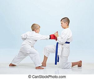 Karateka beats punch on simulator - Boy karateka beats punch...