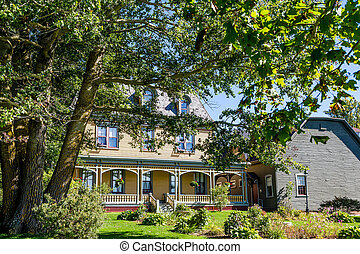 Yellow Victorian in Canada. - Yellow Victorian in Canada