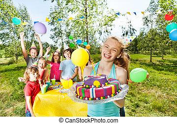 mastic, glaseado, cumpleaños, tenencia, pastel, niña, feliz