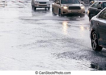 運転, あふれられる, 自動車, 後で, それ, 雨, 通り, 交通, 道