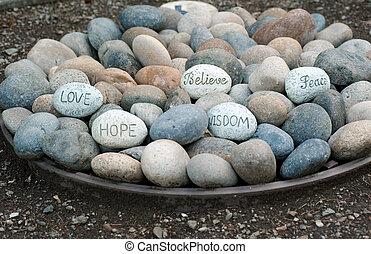 mots, sagesse, plaque, rochers
