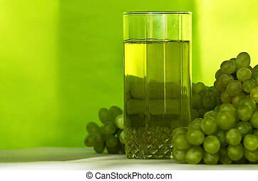 Grape juice - Yellow grape juice and bunches of green grapes