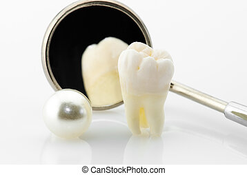 Healthy teeth concept Real human wisdom tooth, natural pearl...