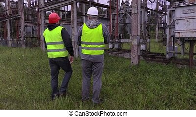 Electricians discuss terms of reference